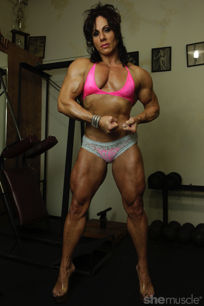 Female Muscle Network - SheMuscle.com - Annie Rivieccio